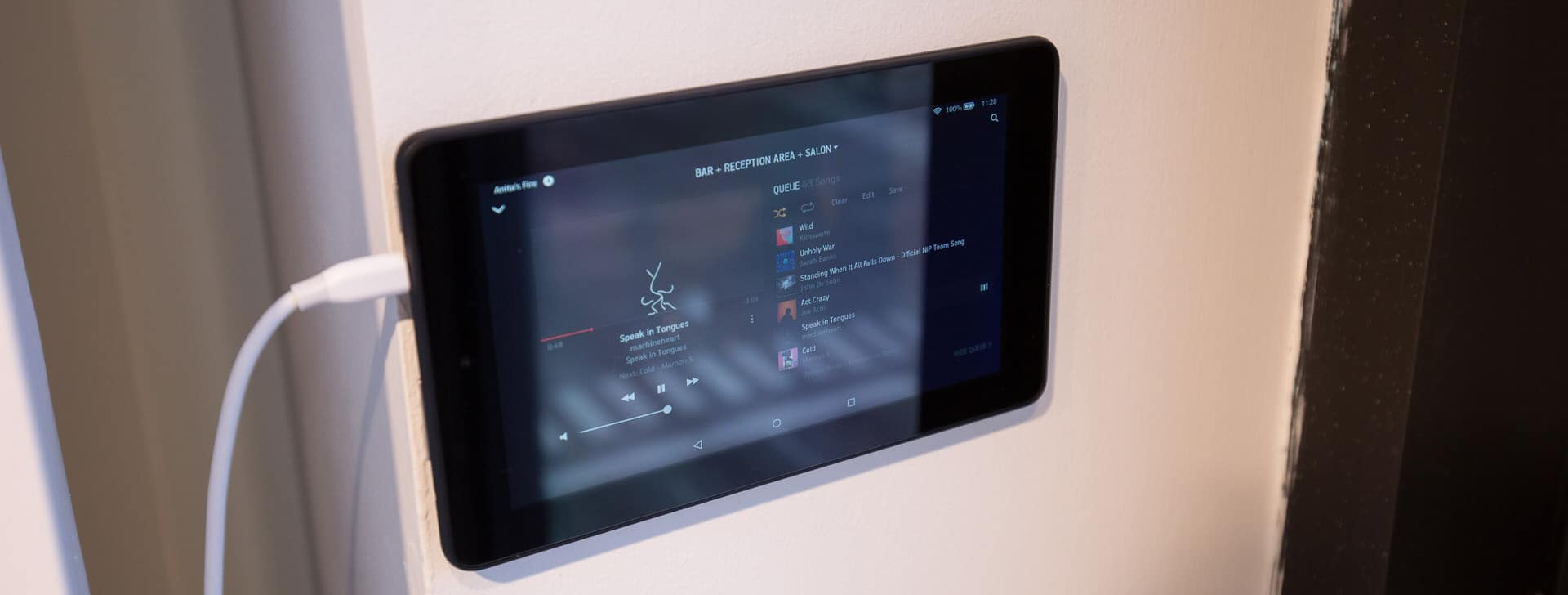smart-salon-control-sonos-tablet