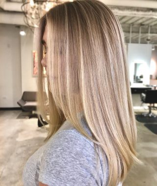 Saturday Glow ✨Brightened this natural beautiful blonde up with #wellafreelights 😍✨@arsovasalon @hair_byy_j #chicago #arsovasalon